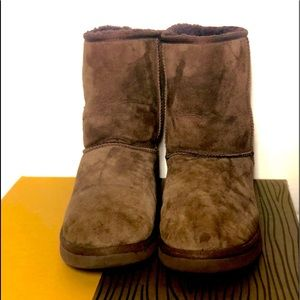 UGG BOOTS SIZE 7 WOMEN'S